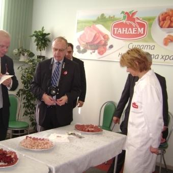 """Министърът на земеделието на Швеция посети завода на """"Тандем"""" Thumbnail Image"""