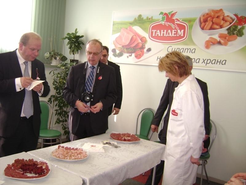 """Министърът на земеделието на Швеция посети завода на """"Тандем"""" Image 0"""