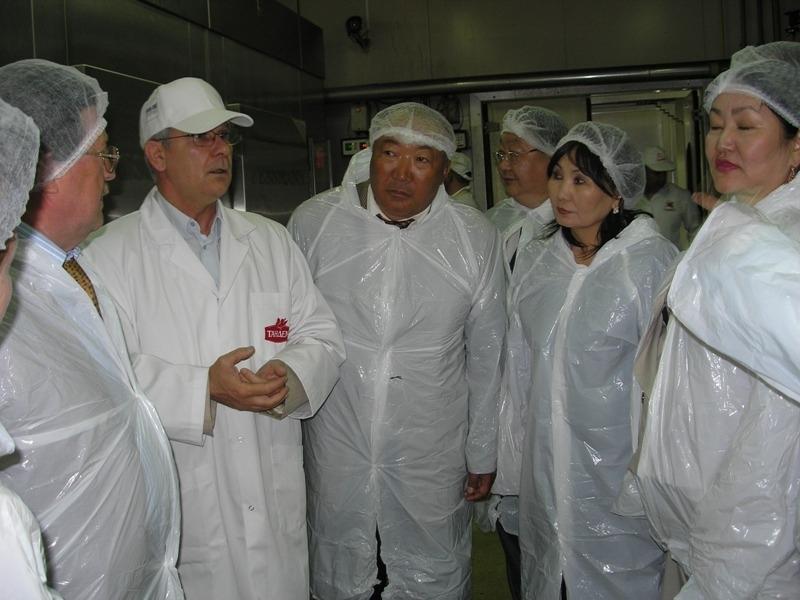 """Монголският заместник-министър на храните посети завода на """"Тандем"""" Image 0"""