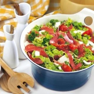 Зелена салата с пастърма, чери домати и моцарела  Thumbnail Image