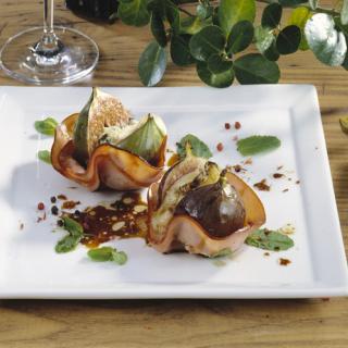 Печени смокини със синьо сирене и Медена шунка Thumbnail Image