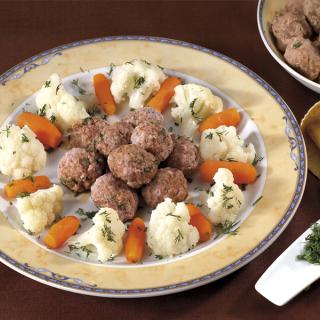 Телешки кюфтенца на пара с карфиол и моркови Thumbnail Image