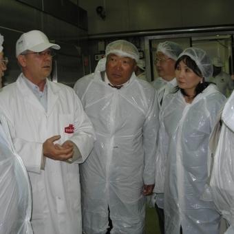 """Монголският заместник-министър на храните посети завода на """"Тандем"""" Thumbnail Image"""