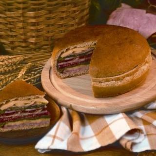 Пикник Хляб с шунка и луканков салам Thumbnail Image