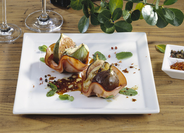 Печени смокини със синьо сирене и Медена шунка Image 0
