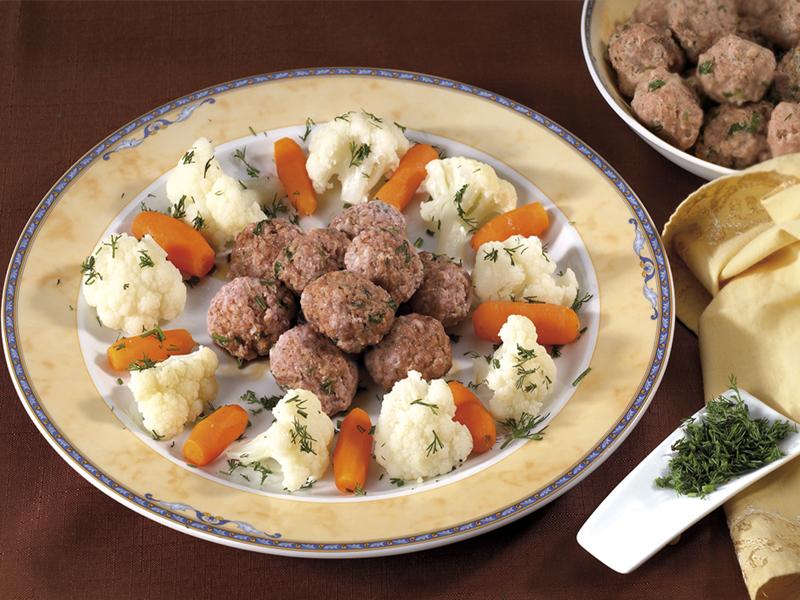 Телешки кюфтенца на пара с карфиол и моркови Image 0