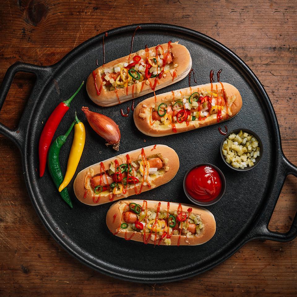 Печен хот дог с белени кренвирши Тандем и сирене чедър  Image 0